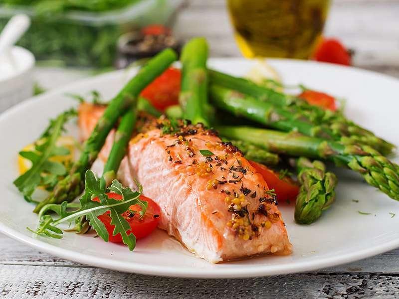 Brza i zdrava večera losos sa šparogama i krumpirom