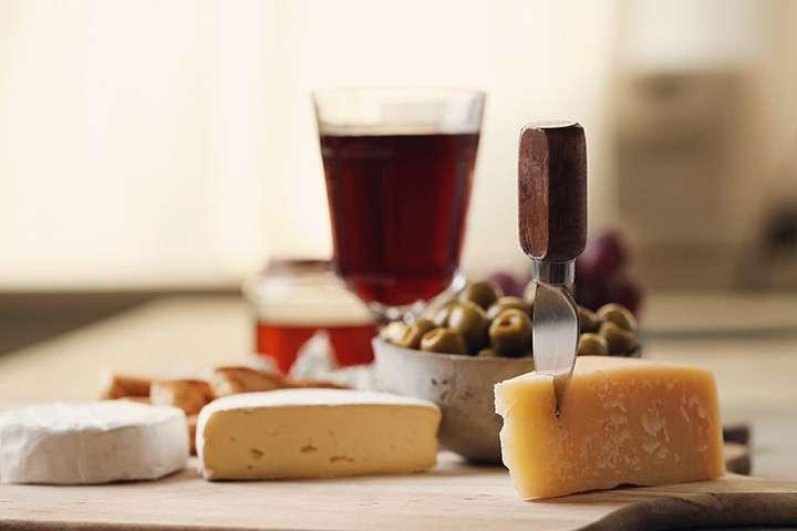 Klasična ljubavna priča: kako upariti vino i sir